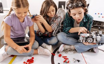 10 Ways to Challenge and Engage Academically-Gifted Kids at Home
